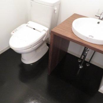 トイレと洗面台は同じ空間に(※写真は11階の同間取り別部屋のものです)