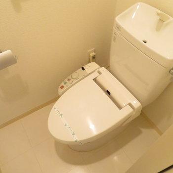 奥にはトイレが。※写真は7階同間取り・別部屋のものです。