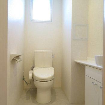 トイレに手洗い場もあります