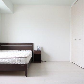 広い洋室でぐっすり眠りましょ※写真は15階の同間取り別部屋、通電前のものです