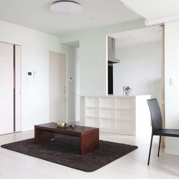 白とペールグリーンのコントラストも美しい※写真は15階の同間取り別部屋、通電前のものです