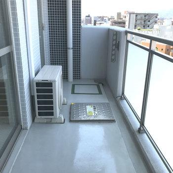 バルコニーはゆったりサイズです。※写真は9階の同間取り別部屋のものです
