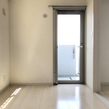 心地よい光を感じる洋室です。※写真は9階の同間取り別部屋のものです