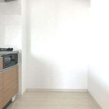 キッチンスペースはゆとりがありますよ。※写真は9階の同間取り別部屋のものです