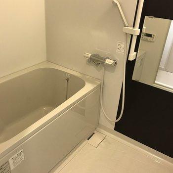 ゆったり浴室です。※写真は9階の同間取り別部屋のものです
