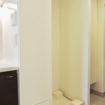 洗濯機置き場は玄関横※写真は2階の同間取り別部屋のものです