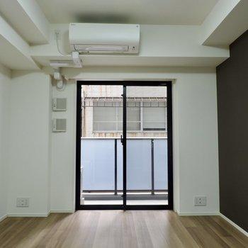 カーテンは2つレーンがあったので好きなものをとりつけましょう※写真は2階の同間取り別部屋のものです