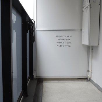 バルコニーは充分な広さ※写真は2階の同間取り別部屋のものです