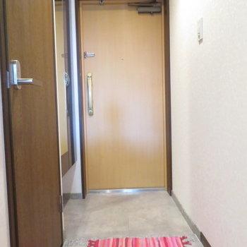 おおう、玄関大きいな。※同間取り別部屋のものです