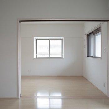 贅沢な2つの窓◎ ※写真は6階の同間取り別部屋のものです