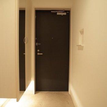 広々とした玄関でお出迎え ※写真は6階の同間取り別部屋のものです