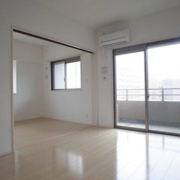 純白でシンプルな空間。  ※写真は6階の同間取り別部屋のものです