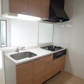 グリル付きのキッチン ※写真は6階の同間取り別部屋のものです