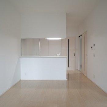 広々としたリビング ※写真は6階の同間取り別部屋のものです