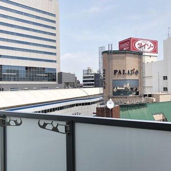 すぐ左下に京成船橋駅が見えます。