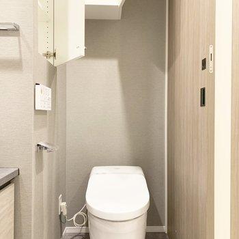 温水洗浄付のトイレですよ〜※写真はクリーニング前のものです