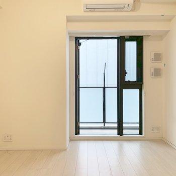 真っ白のお部屋、清潔感がありますよね※写真はクリーニング前のものです