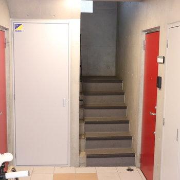 この階段を上ります