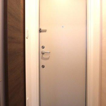玄関はコンパクト