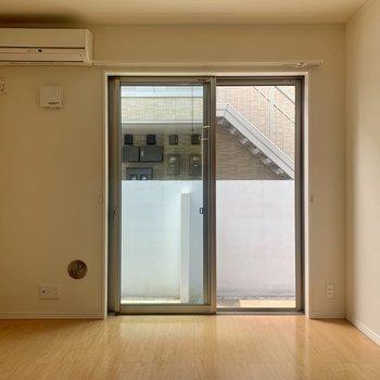 窓は1面でも採光はいいかんじ