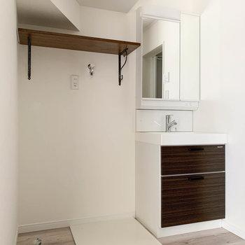 さて、サニタリーです。洗面台もお部屋のトーンと統一されています。