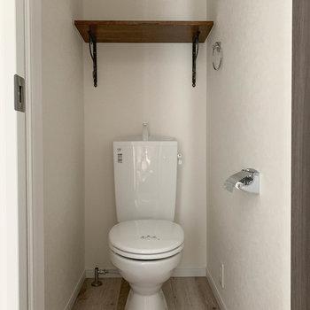 トイレは2階にあります。