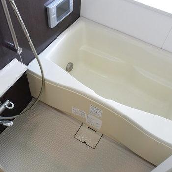 お風呂はテレビも見れます!