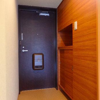 木目調の壁紙がいいですね※同間取り別部屋の写真です。