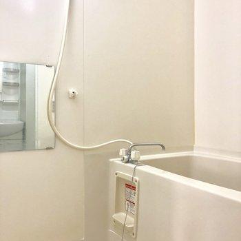 お風呂は鏡つきで嬉しい♪※写真は3階の同間取り別部屋のものです