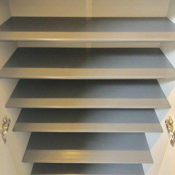 シューズボックの容量◎※写真は3階の同間取り別部屋のものです