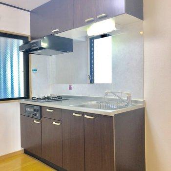 キッチンは玄関の側に※写真は3階の同間取り別部屋のものです