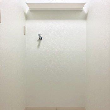 こちらに洗濯機を置きましょう※写真は3階の同間取り別部屋のものです
