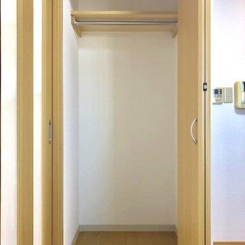 キッチン逆側にも収納があります※写真は3階の同間取り別部屋のものです