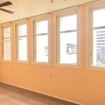 並ぶ5つ窓が、お気に入り!光がたっぷり〜!