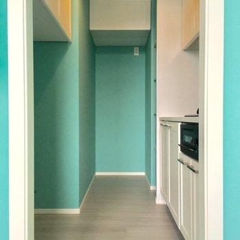 キッチンも孤立しているのがうれしい。冷蔵庫場所はそこだ!(※写真は4階の同間取り別部屋のものです)