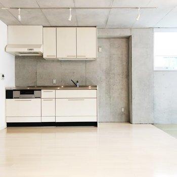 【上階LDK】キッチンも広々サイズ。