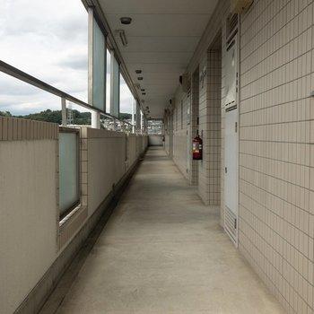 共用部は屋根があるので雨の日も濡れる心配はなさそうです。