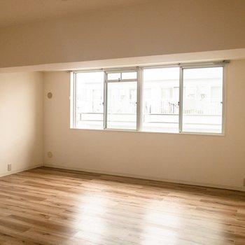 【洋室】とってもシンプルな内装。