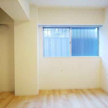 こちらは6.4帖の洋室です。