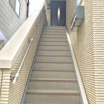 階段登って右側すぐのお部屋です