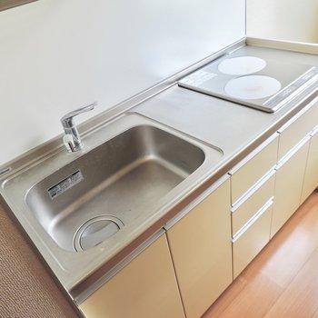 キッチンは2口IHで掃除が楽ちん