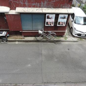 眺望はお隣さん。人通りは多くありません。