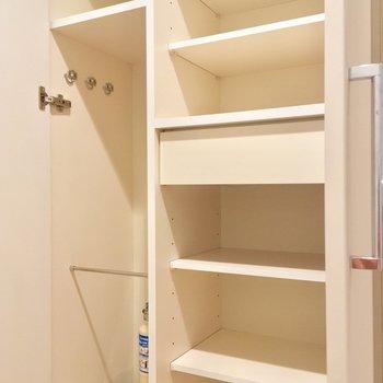 シューズボックスも、ひとり暮らしには充分すぎる?!※写真は1階の同間取り別部屋のものです