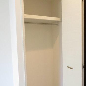 クローゼットもコンパクト※写真は4階の似た反転似た間取り角部屋のものです