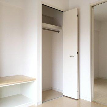 収納はこちらのみ。う〜ん。小さめサイズですねっ※写真は10階の反転似た間取り別部屋のものです
