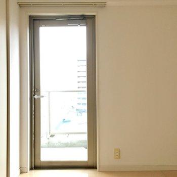 日当たり◎。※写真は10階の反転似た間取り別部屋のものです