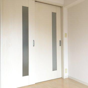 洋室とダイニングは引き戸で仕切ることも可能です◎※写真は10階の反転似た間取り別部屋のものです