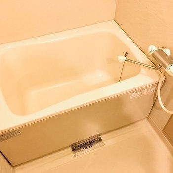 お風呂は広々タイプでした〜!やった〜※写真は10階の反転似た間取り別部屋のものです