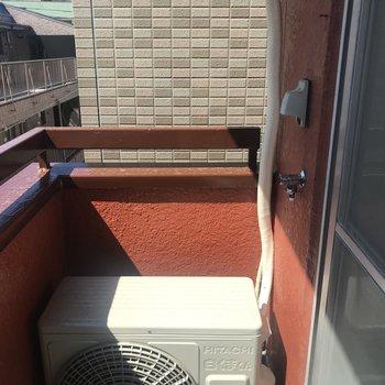 洗濯機置き場はバルコニーに。