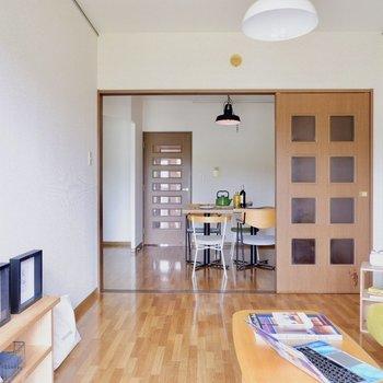【洋室①】ダイニングとつなげると、開放的◎※家具はサンプルです